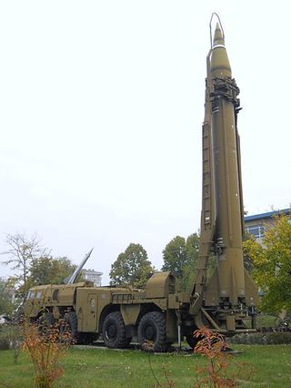 Scud_missile_on_TEL_vehicle,_National_Museum_of_Military_History,_Bulgaria