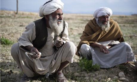Afghan-farmers-work-in-a--007