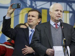 2013-12-15T162350Z_01_KIE61_RTRIDSP_3_UKRAINE-MCCAIN