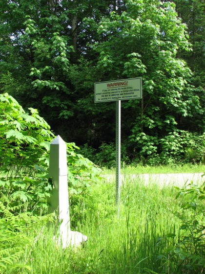 US-Canada-Border-Washington-Point_Roberts_boundary_marker_and_post-wikimedia-public-domain-420x560