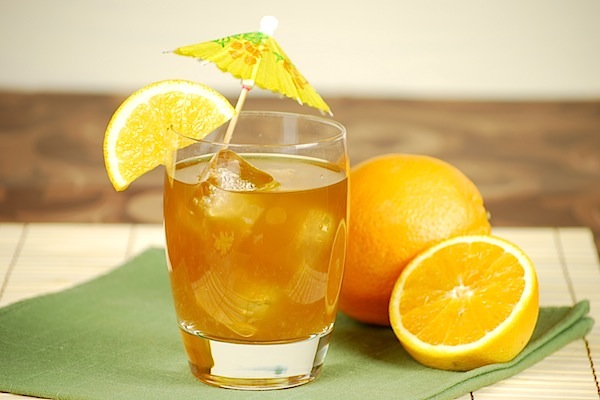 Tropical_spiced_rum_cocktail