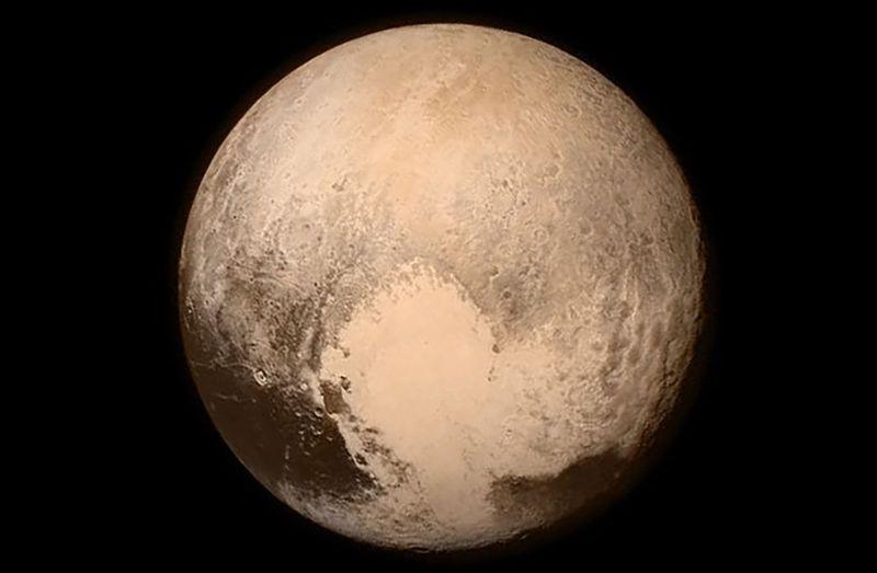 Pluto-new-horizons-2015-07-14-01
