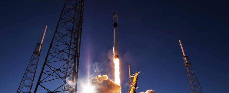 Falcon-9-B1054-GPS-III-SV01-liftoff-SpaceX-5-crop