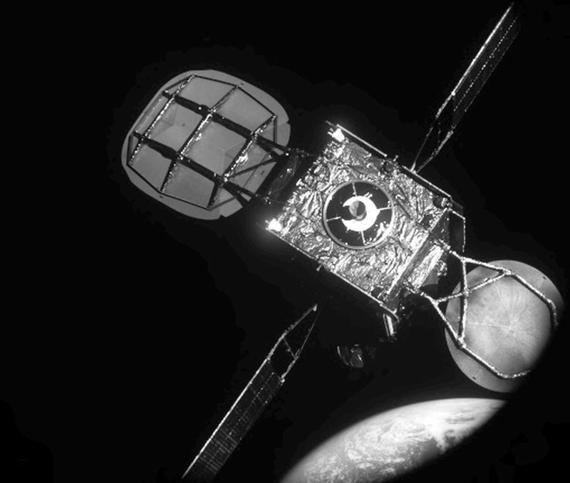 Northrop-Grumman-Successfully-Completes-Historic-First-Docking-of-Mission-Extension-Vehicle-with-Intelsat-901-Satellite-800x678 (1)