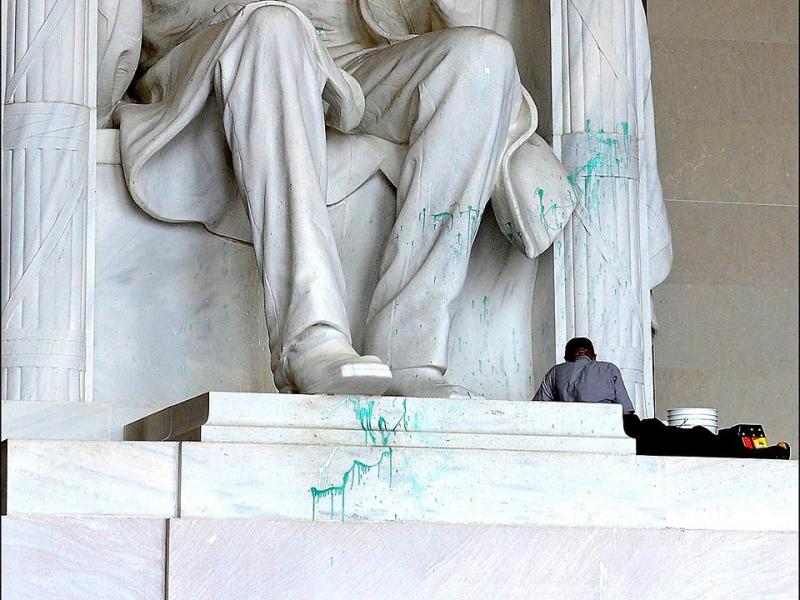 Defacing-Lincoln-Memorial-USA-Today