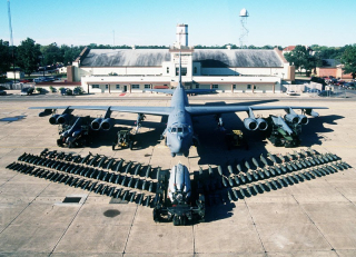 Boeing-b52-stratofortress_2